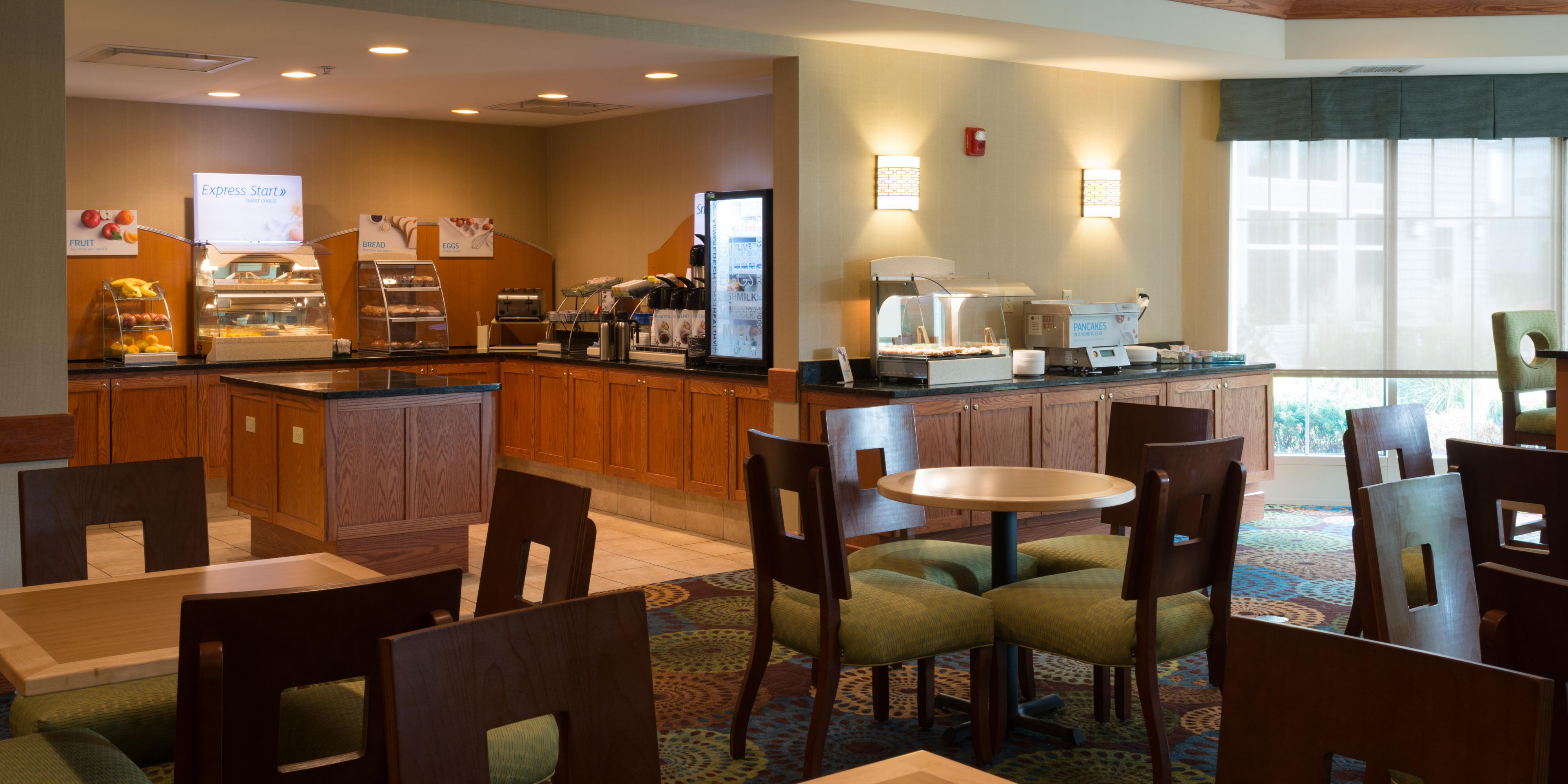 Holiday Inn Express & Suites Chicago West-Roselle Hotel in Roselle ...