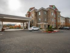 Holiday Inn Express & Suites Roseville - Galleria Area