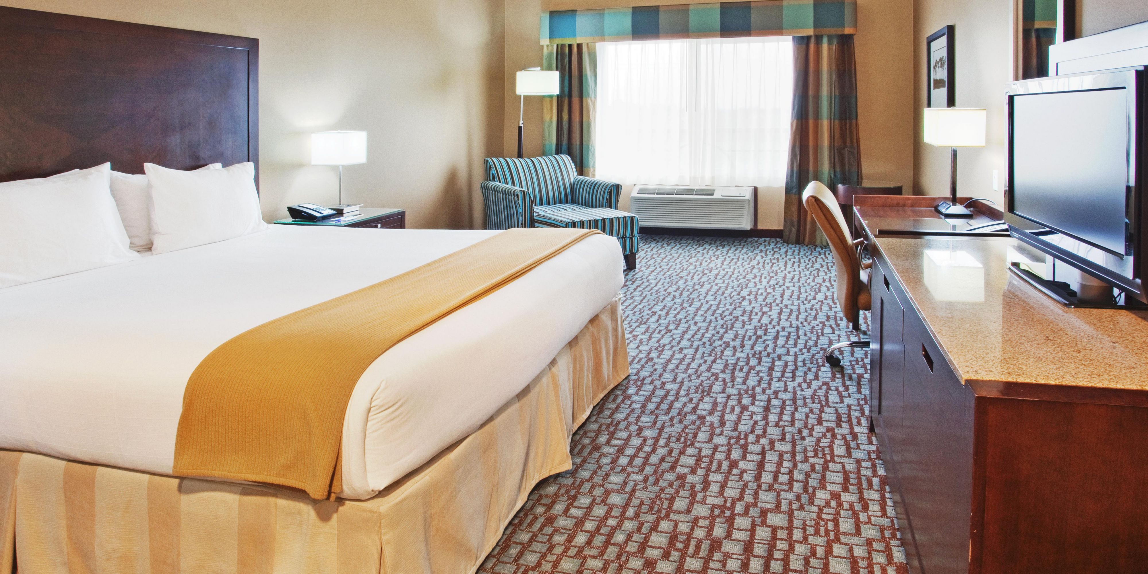 Holiday Inn Express And Suites Salinas 2532714205 2x1