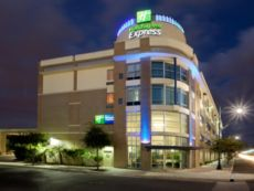 Holiday Inn Express & Suites San Antonio Rivercenter Area in San Antonio, Texas