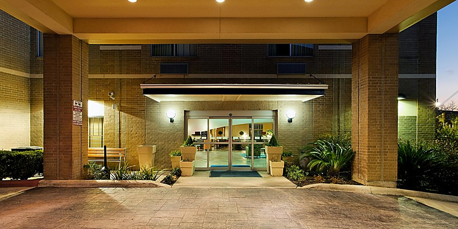 half off a03f5 190c0 Holiday Inn Express & Suites San Antonio Rivercenter Area ...