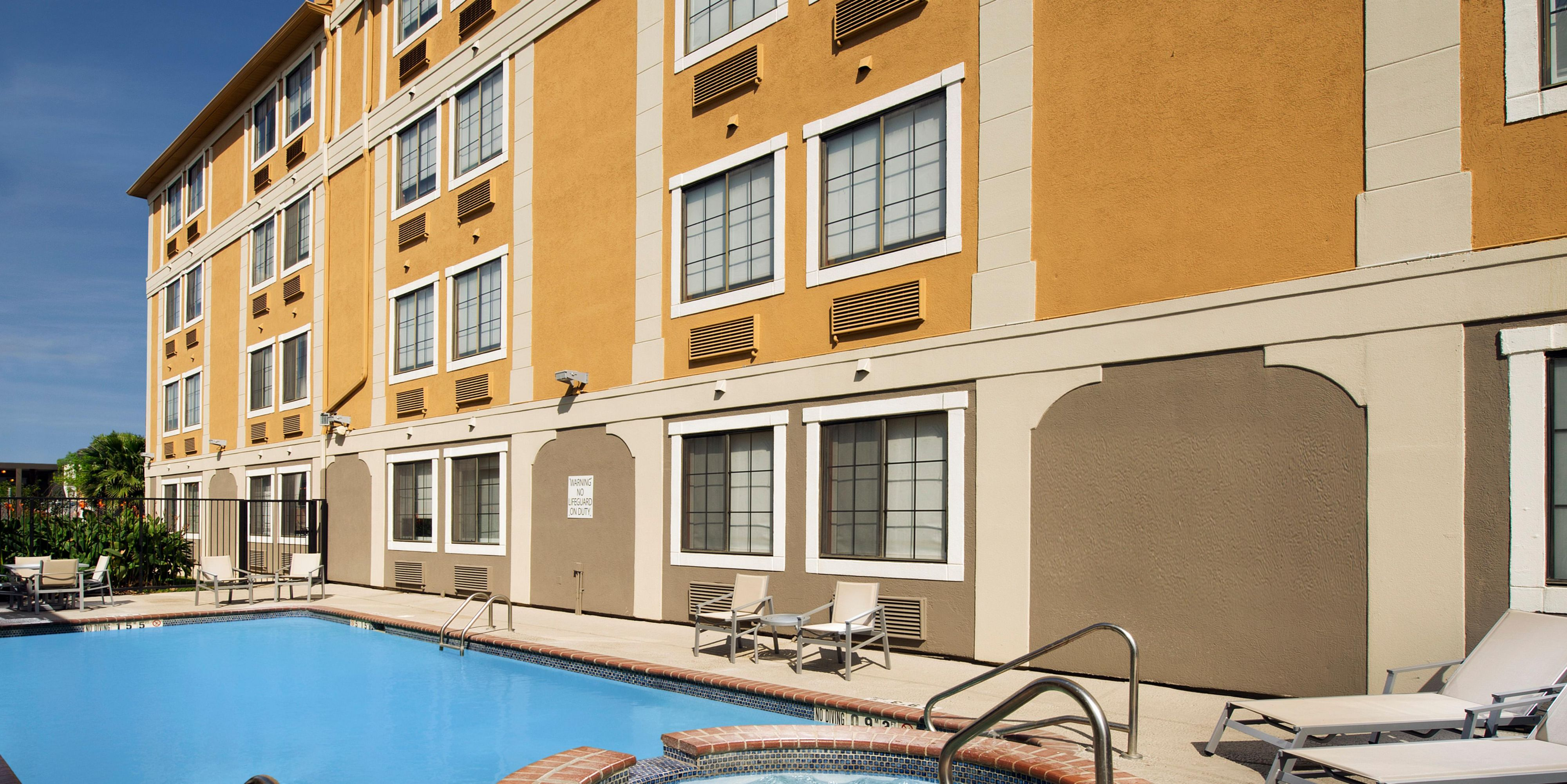 Holiday Inn Express & Suites San Antonio-Dtwn Market Area Hotel in ...