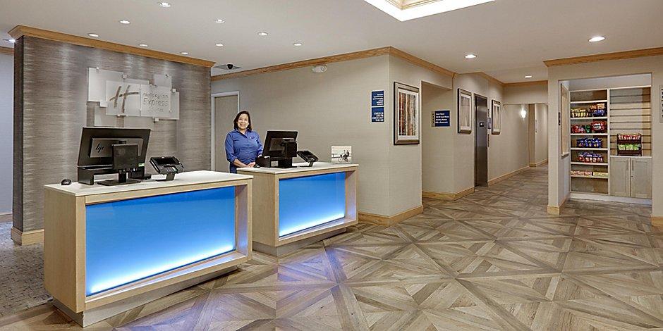 Holiday Inn Express & Suites San Antonio-Brooks City Base