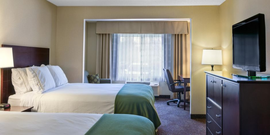 Ut Hotel Lobby And Business Center Executive Double Queen Room With Sofa Sleeper Desk