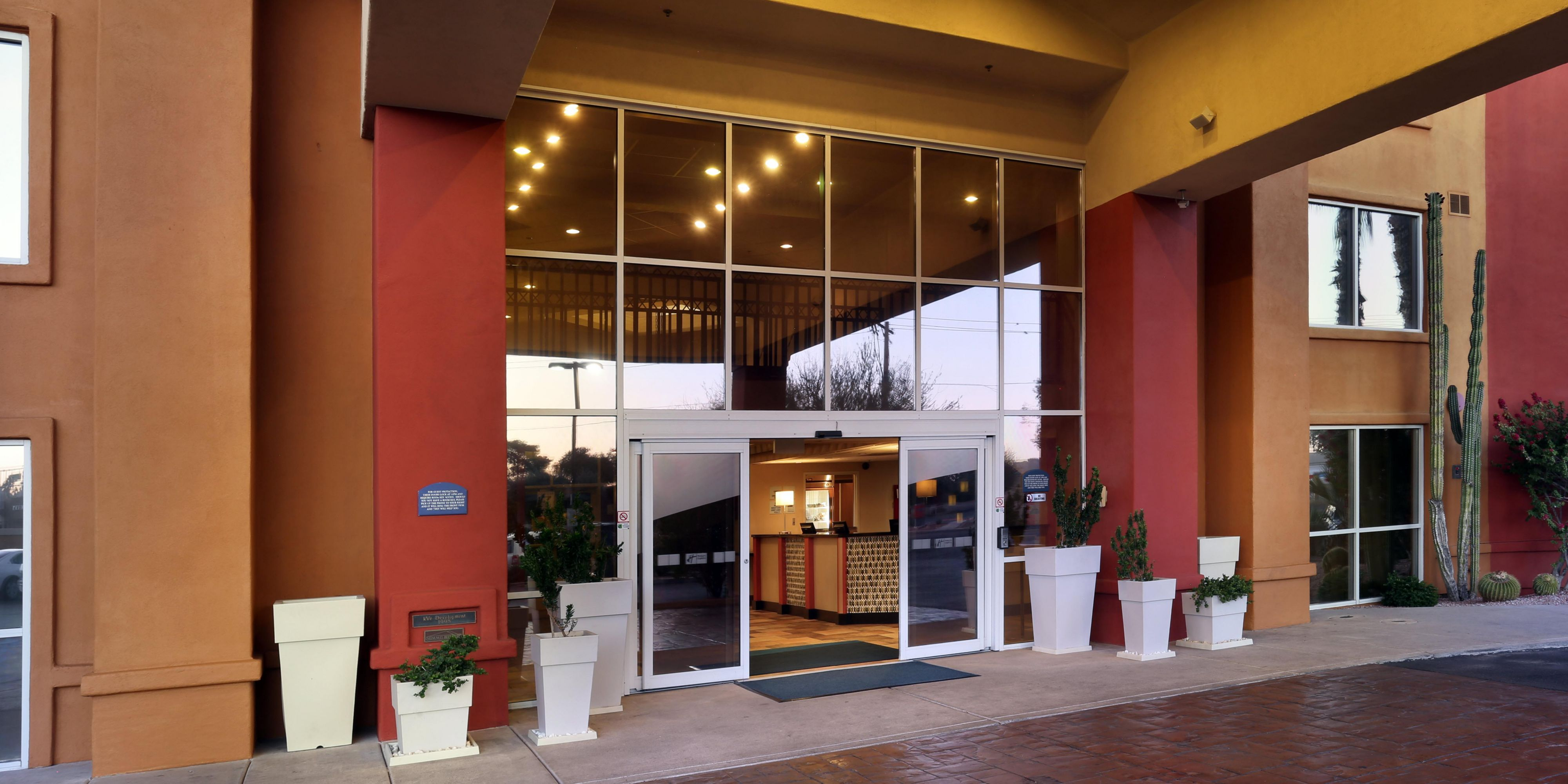 Holiday Inn Express U0026 Suites Scottsdale   Old Town Hotel By IHG