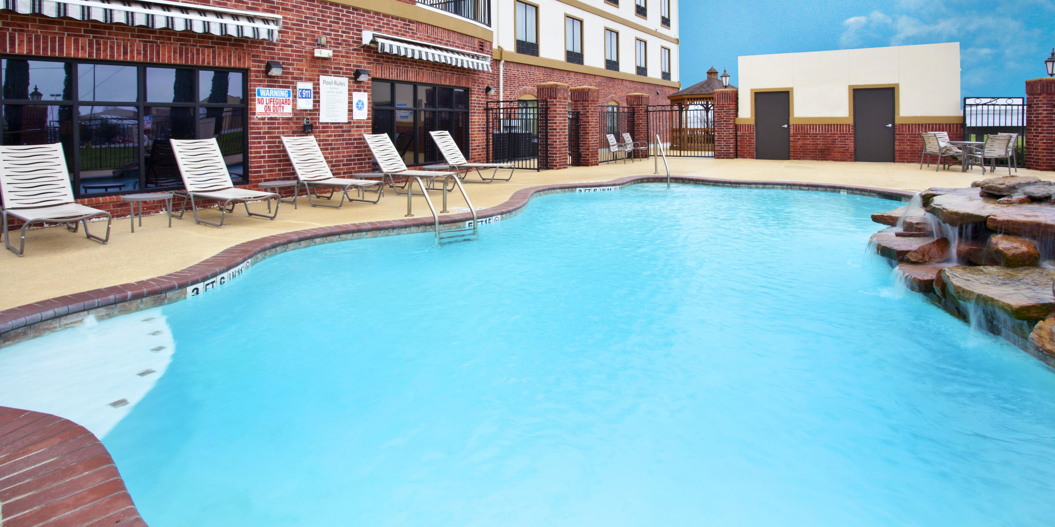 Holiday Inn Express And Suites Sealy 3912059136 2x1