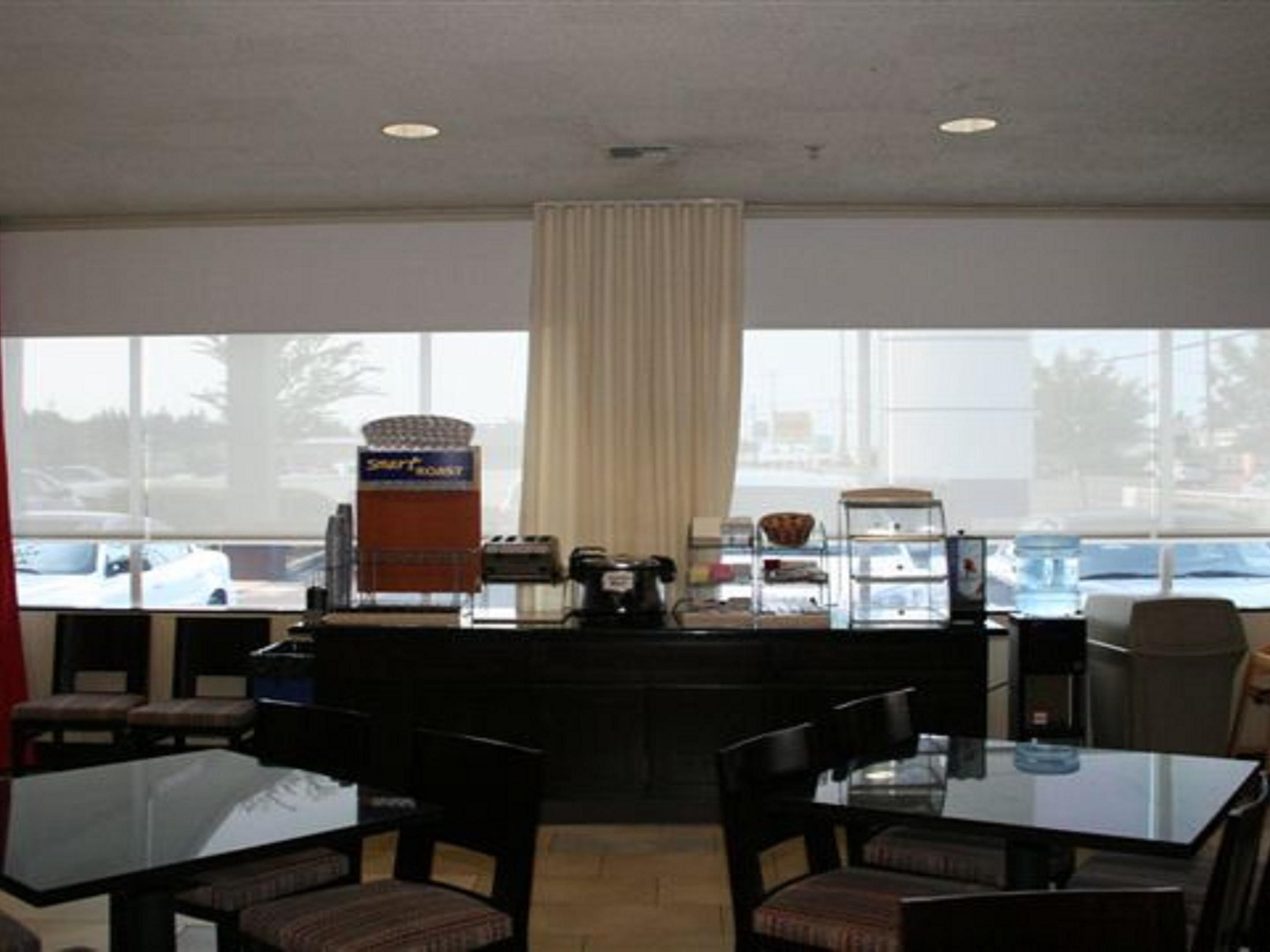 Complimentary Breakfast Dining Area