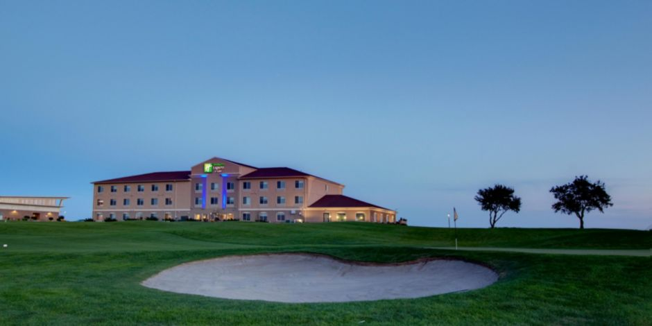 Sioux Center Hotel Overlooking The Ridge Golf Course