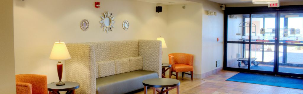 Sioux Center Hotel Exterior Perching Area