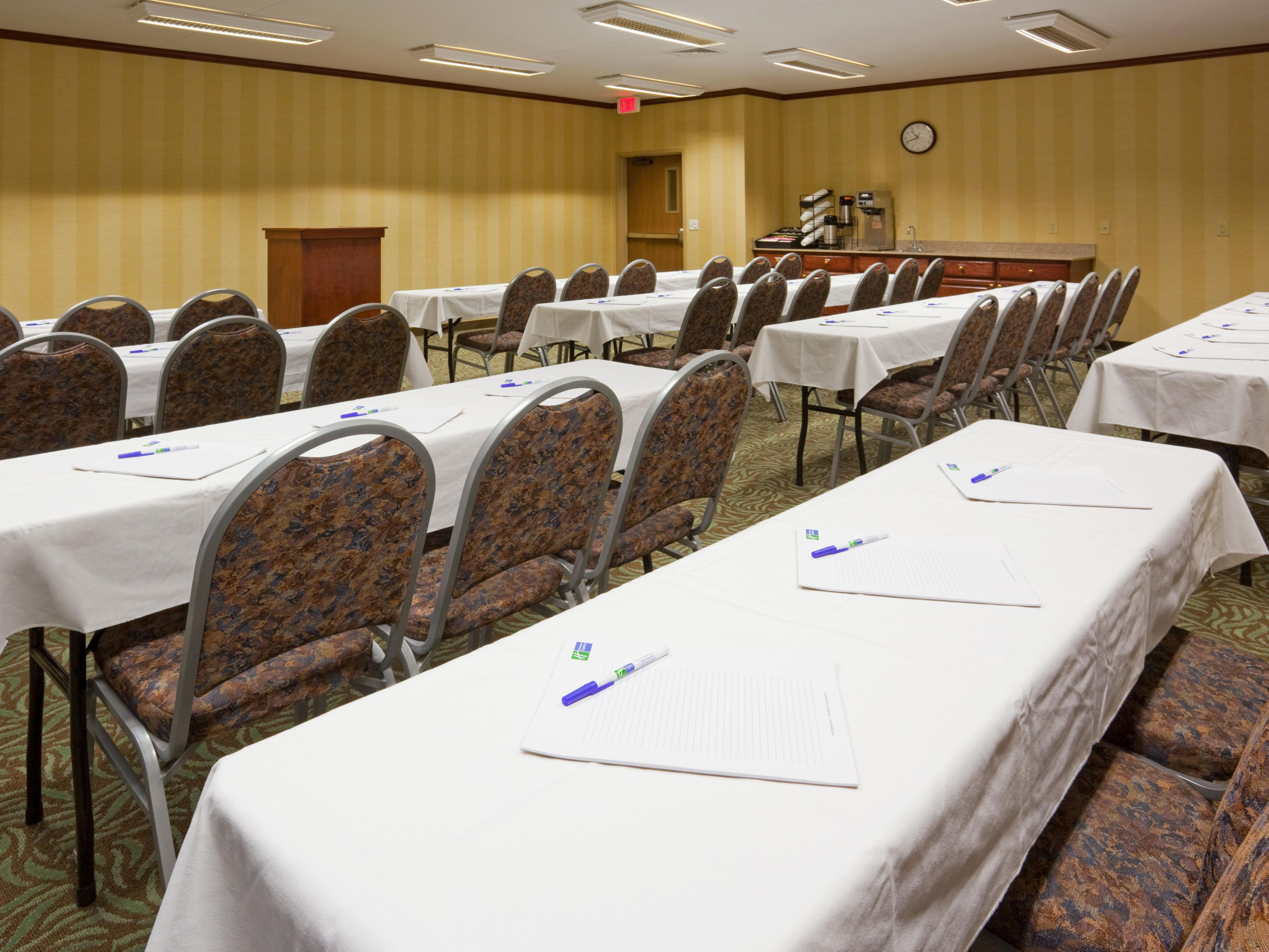 Barnes Meeting Room in Sioux Falls Hotel