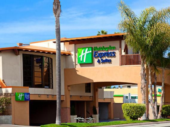 Holiday Inn Express Solana Beach on Hwy 101 North-bound view