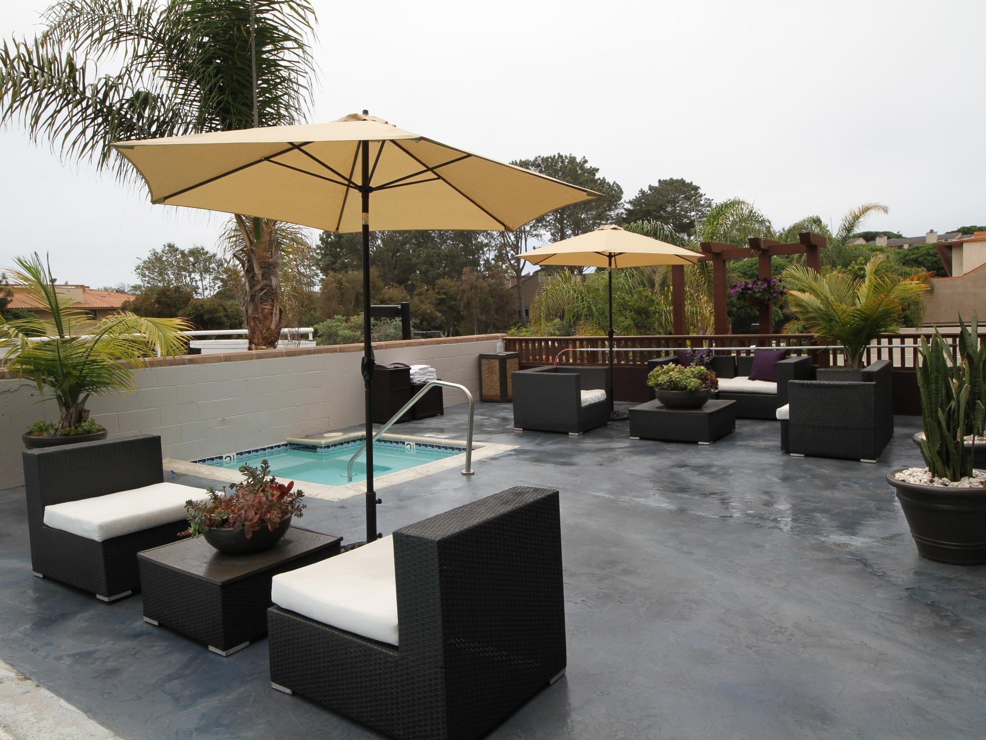 Holiday Inn Express Solana Beach Whirlpool and Pool Deck