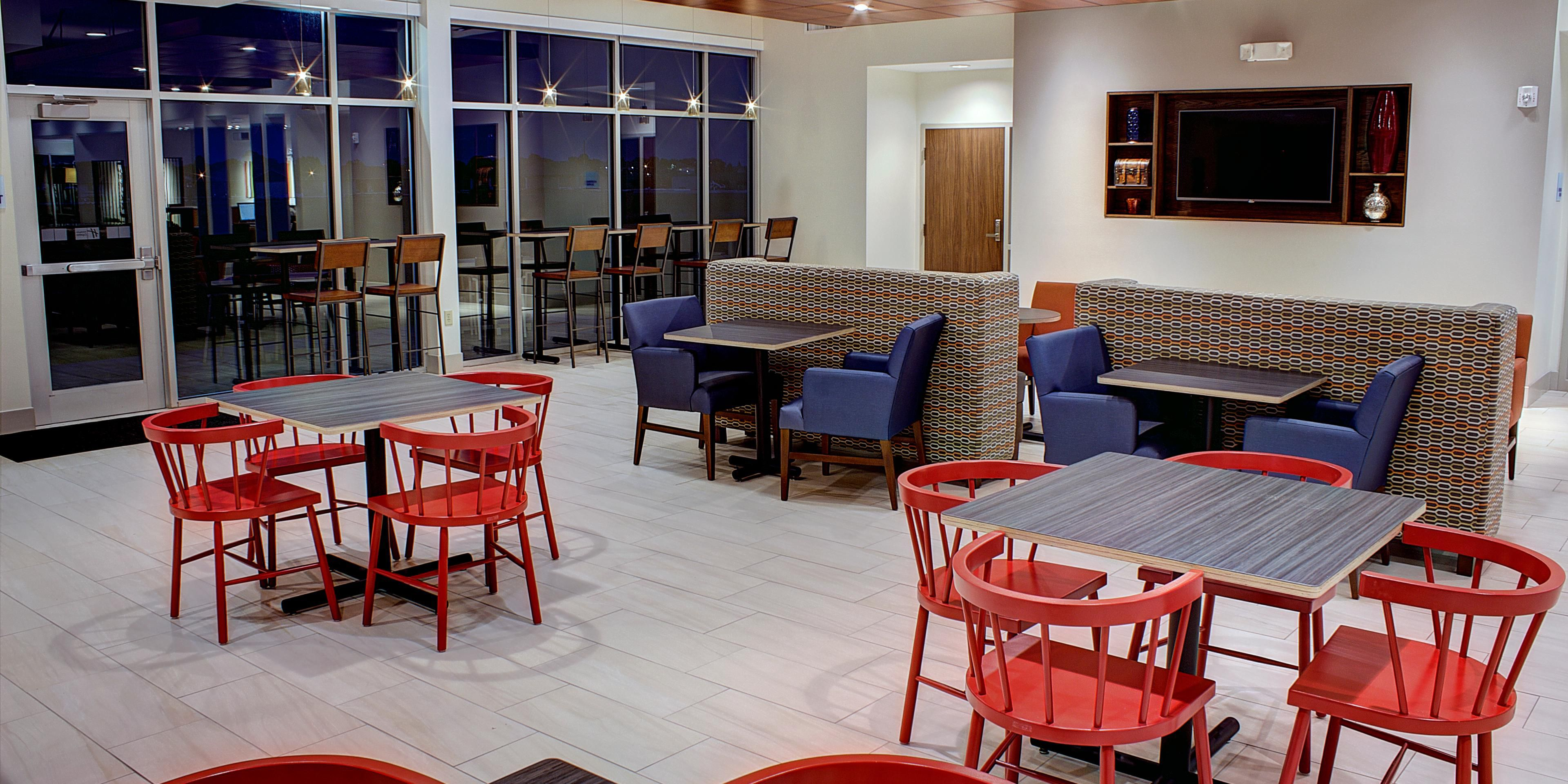 Holiday Inn Express And Suites Spencer 4047007059 2x1