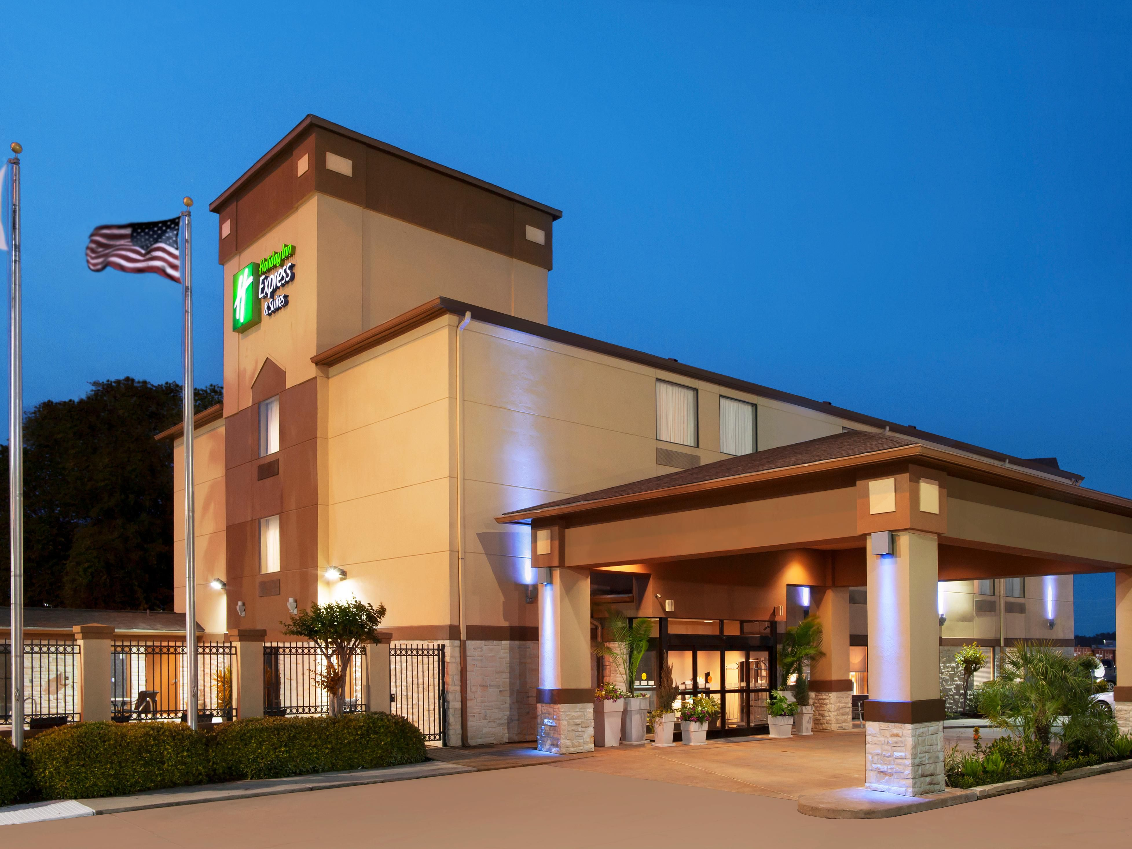 Holiday Inn & Suites Welcomes you Home after a long day
