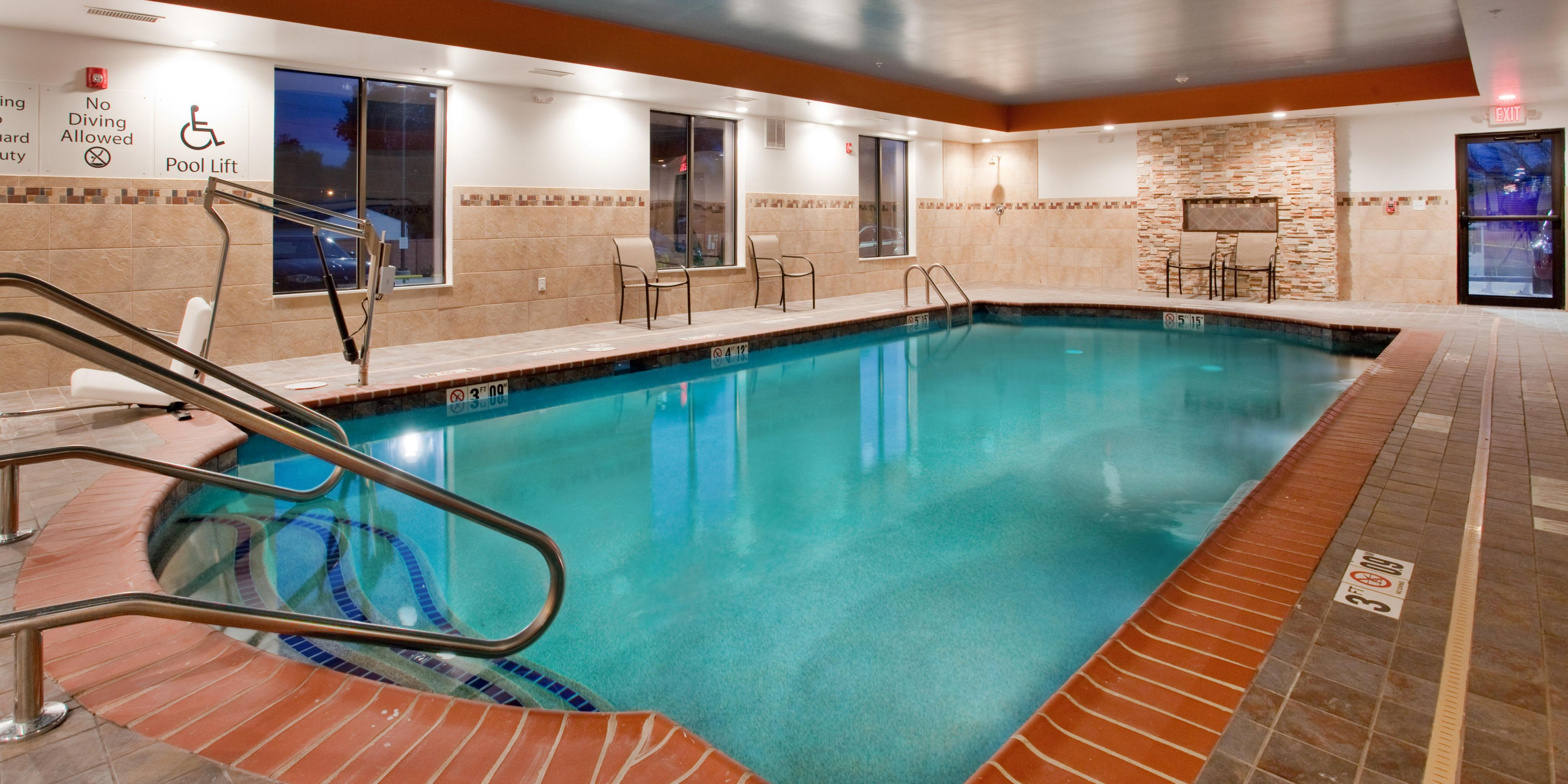 Holiday Inn Express And Suites St Louis 3435851981