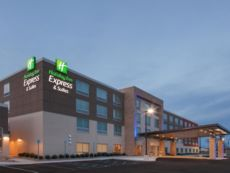 Holiday Inn Express & Suites Sterling Heights-Detroit Area in Chesterfield, Michigan