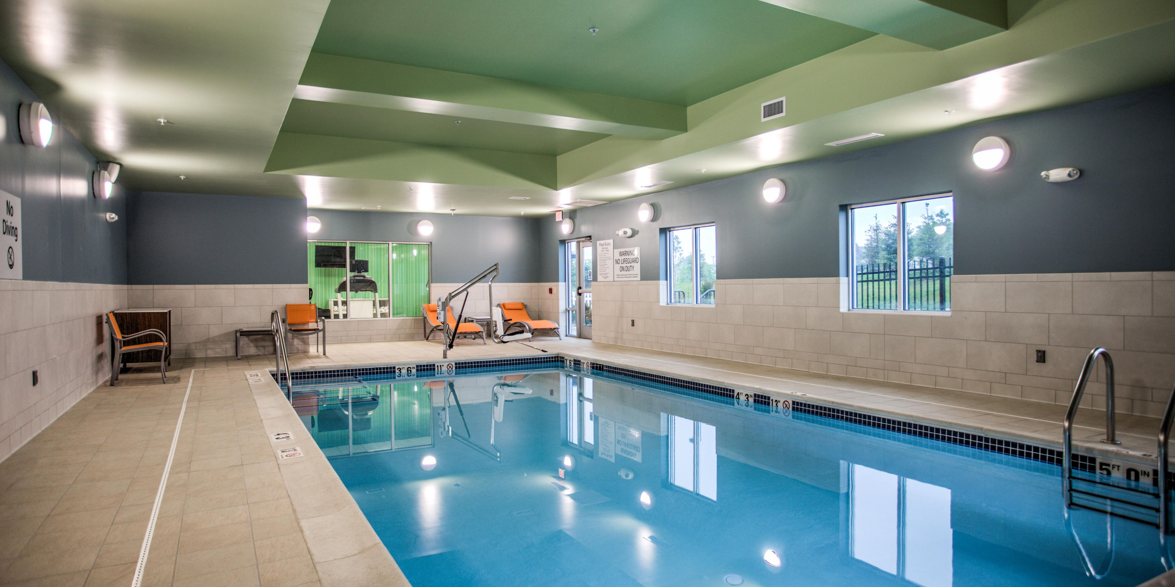 Holiday Inn Express And Suites Strasburg 4642326810 2x1