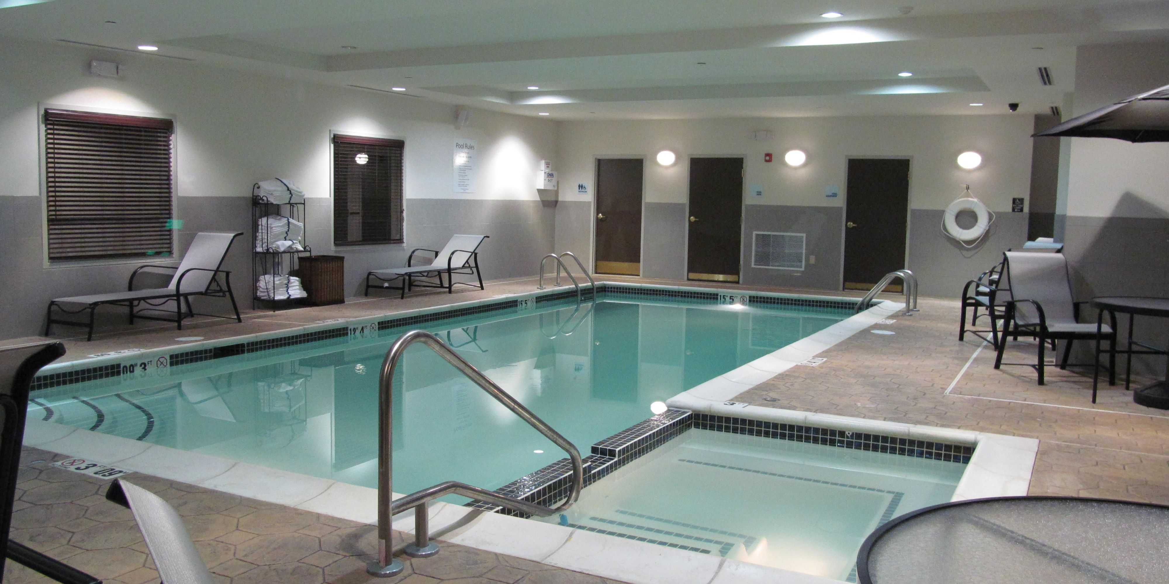 Holiday Inn Express And Suites Stroudsburg 2532971715 2x1