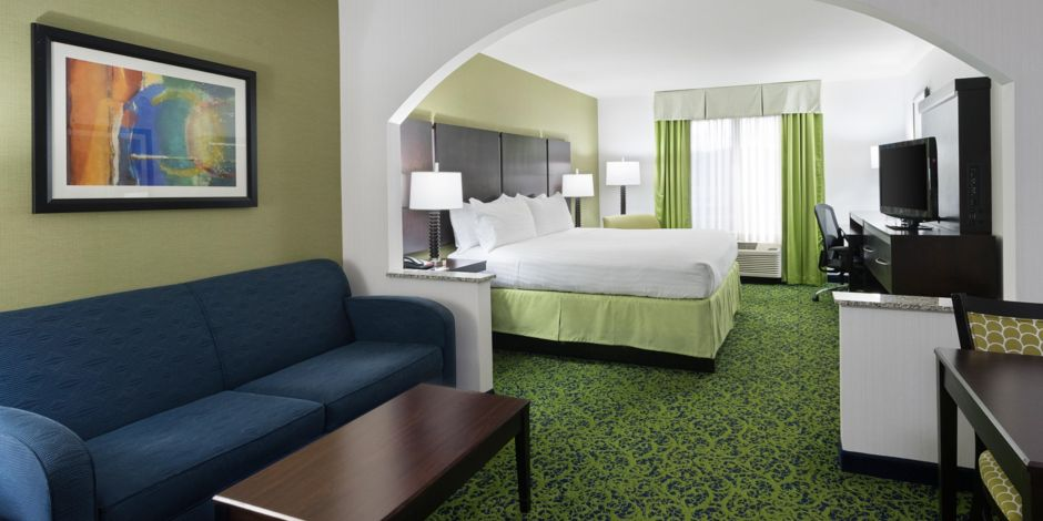 Poconos Hotel in Stroudsburg, PA - Holiday Inn Express