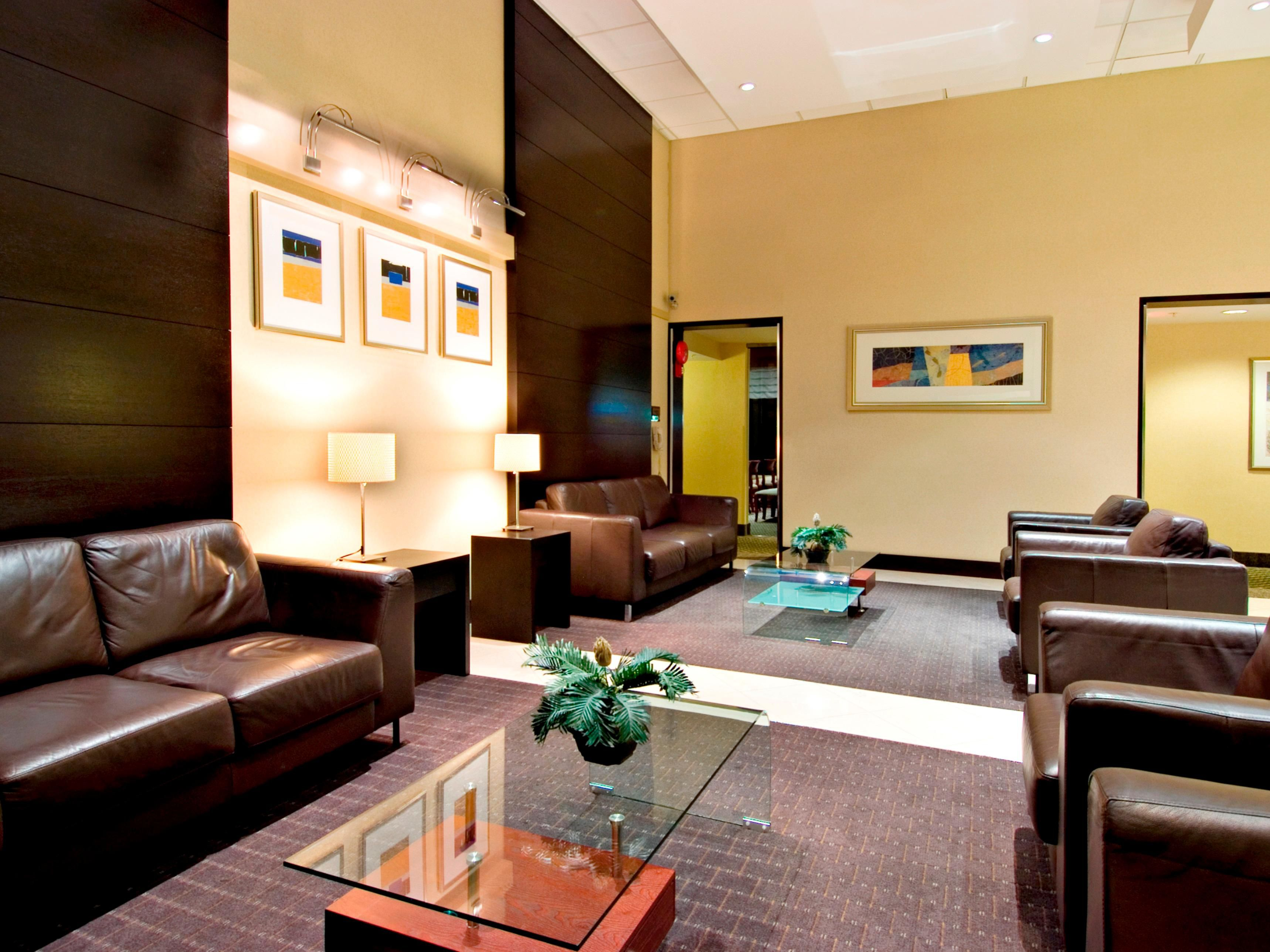 Holiday inn Express & Suites Surrey Hotel Lobby