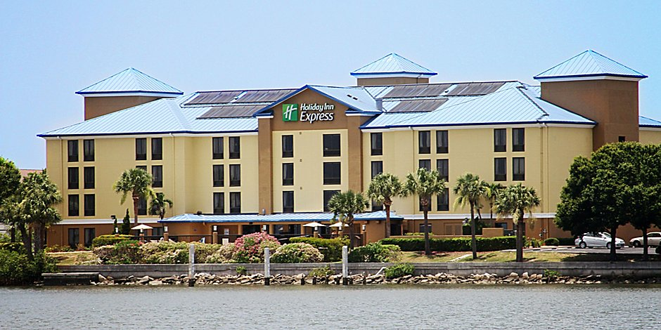 584384eeba7 Front Desk  Hotel sets right on Tampa Bay with breath taking Sunsets ...