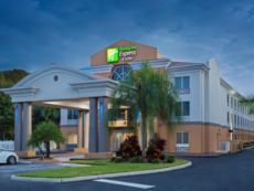 Holiday Inn Express & Suites Tavares - Leesburg in Clermont, Florida