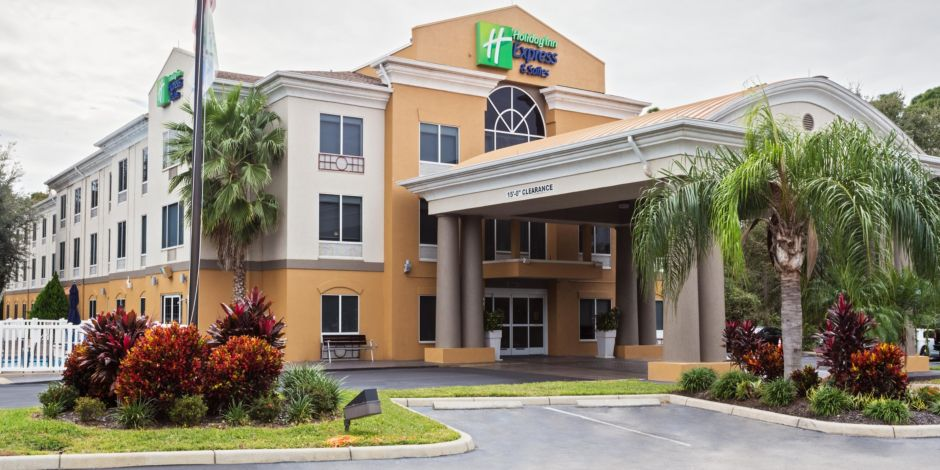 Welcome To The Holiday Inn Express Tavares Leesburg