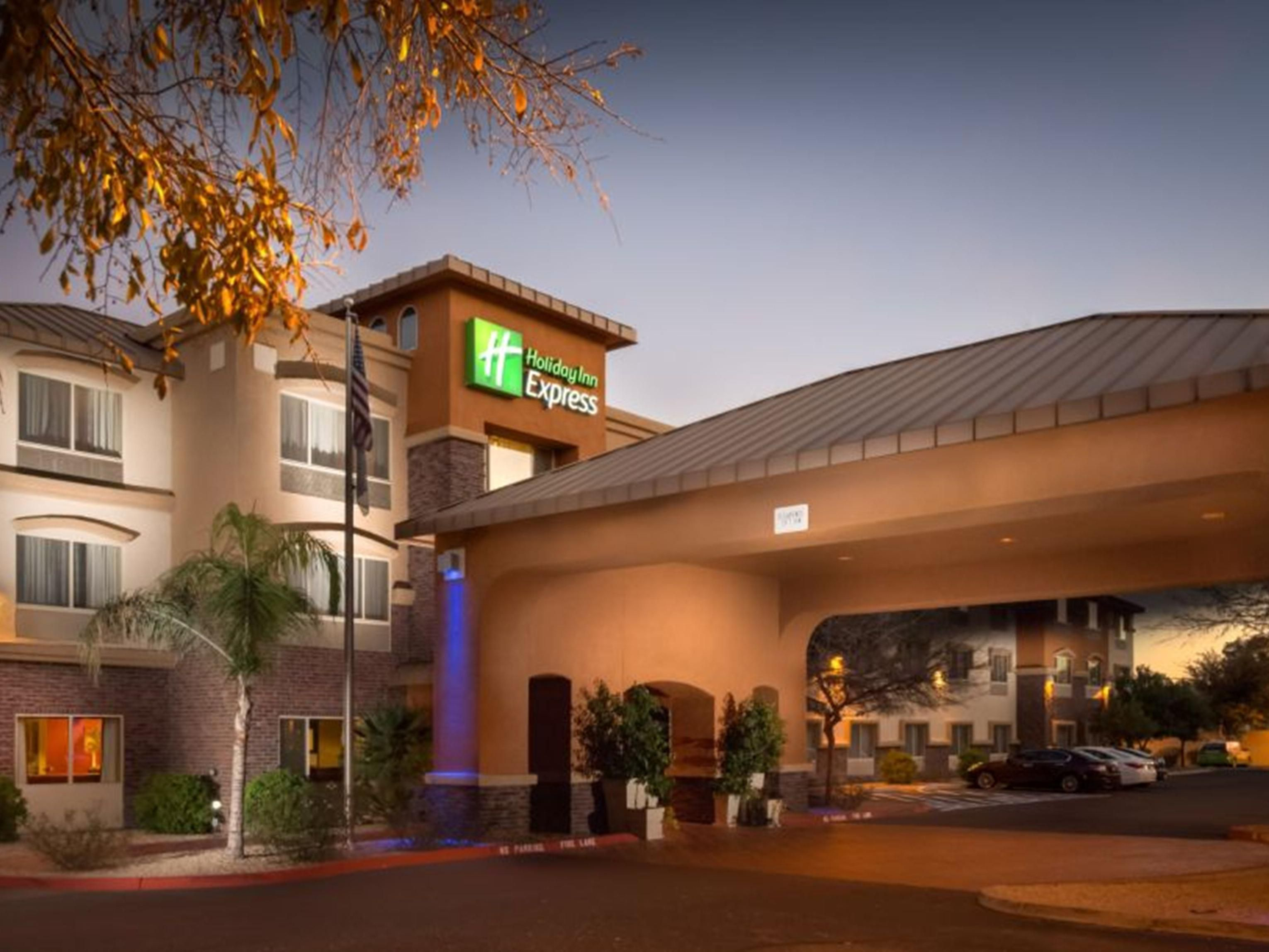 Dusk at the Holiday Inn Express and Suites