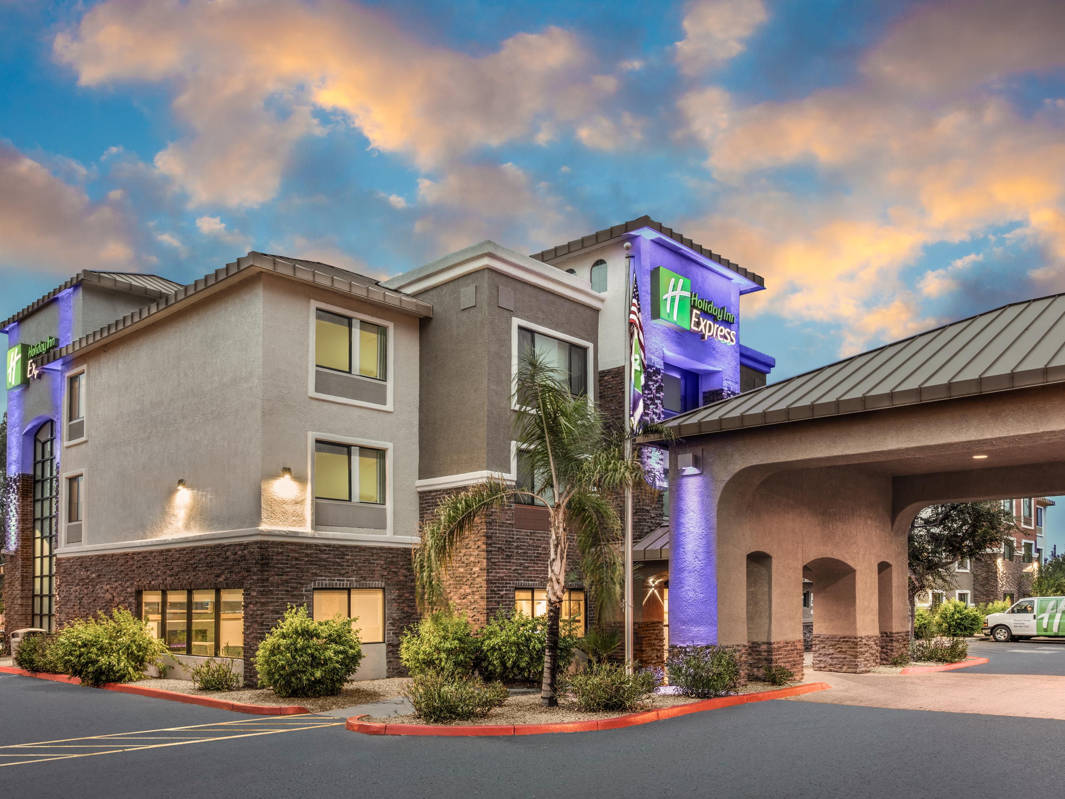 Holiday Inn Express Suites Phoenix Tempe University Hotel In By Ihg