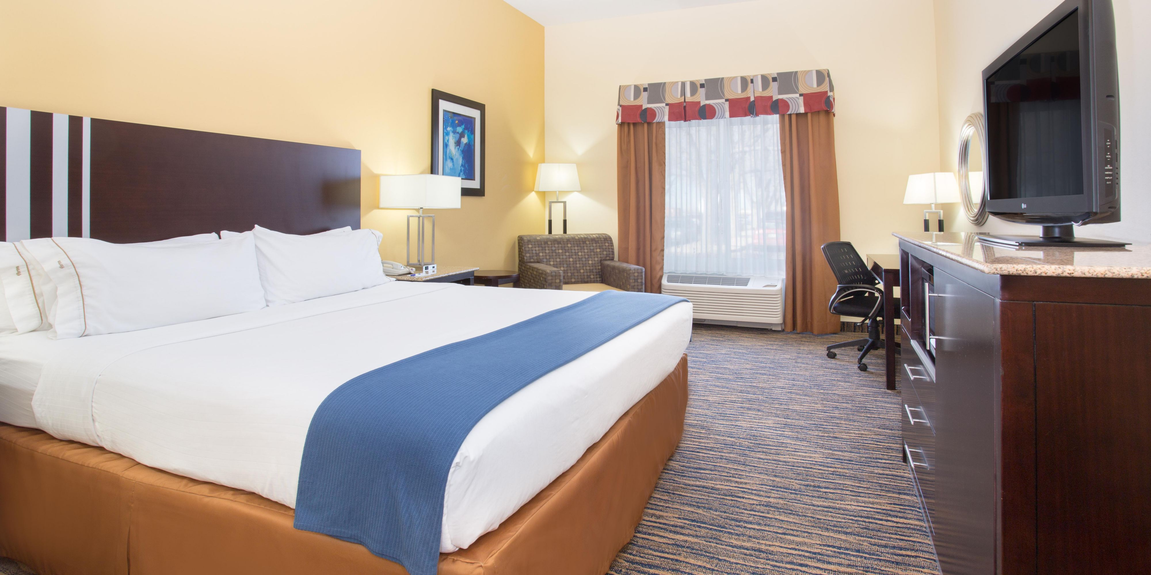 Holiday Inn Express And Suites Thornton 4184216017 2x1