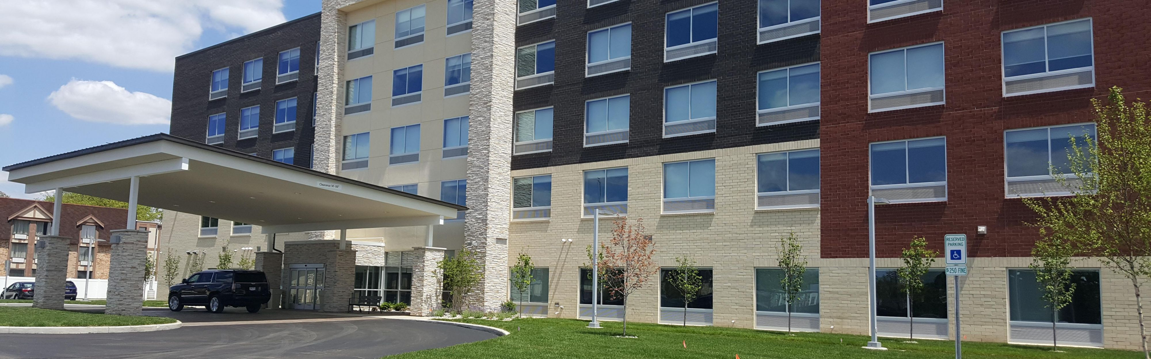 Entrance Exterior Feature Front Desk Hotel With Hotels Near Toledo Ohio
