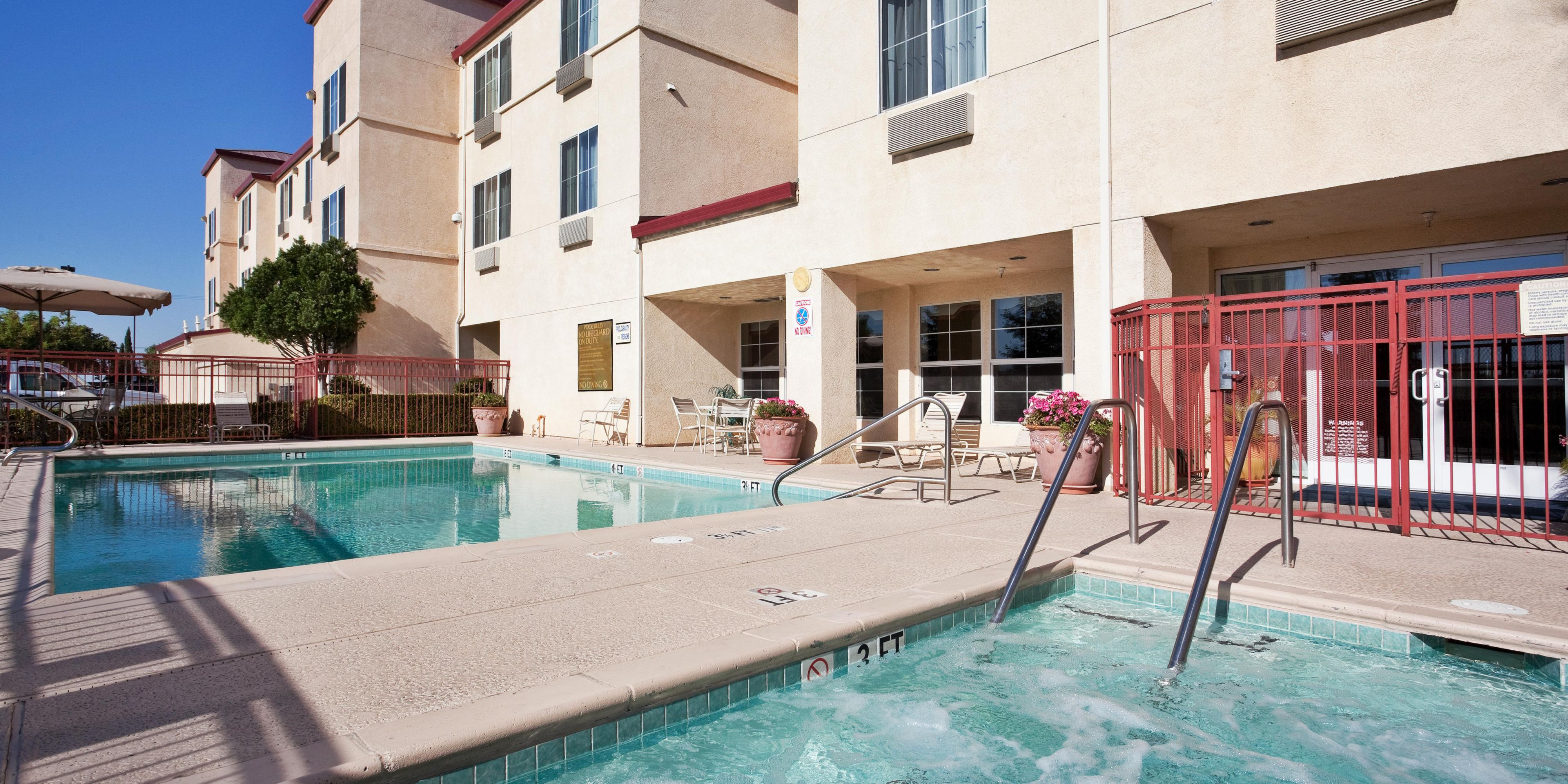 Holiday Inn Express Suites Tracy Hotel By Ihg