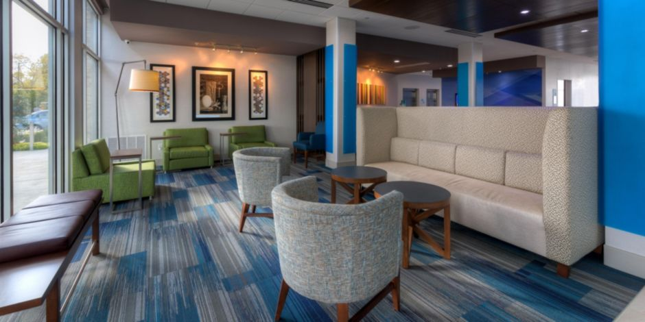 Holiday Inn Express & Suites Tulsa Midtown Hotel by IHG