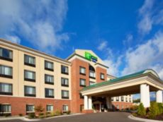 Holiday Inn Express & Suites Detroit - Utica in Chesterfield, Michigan