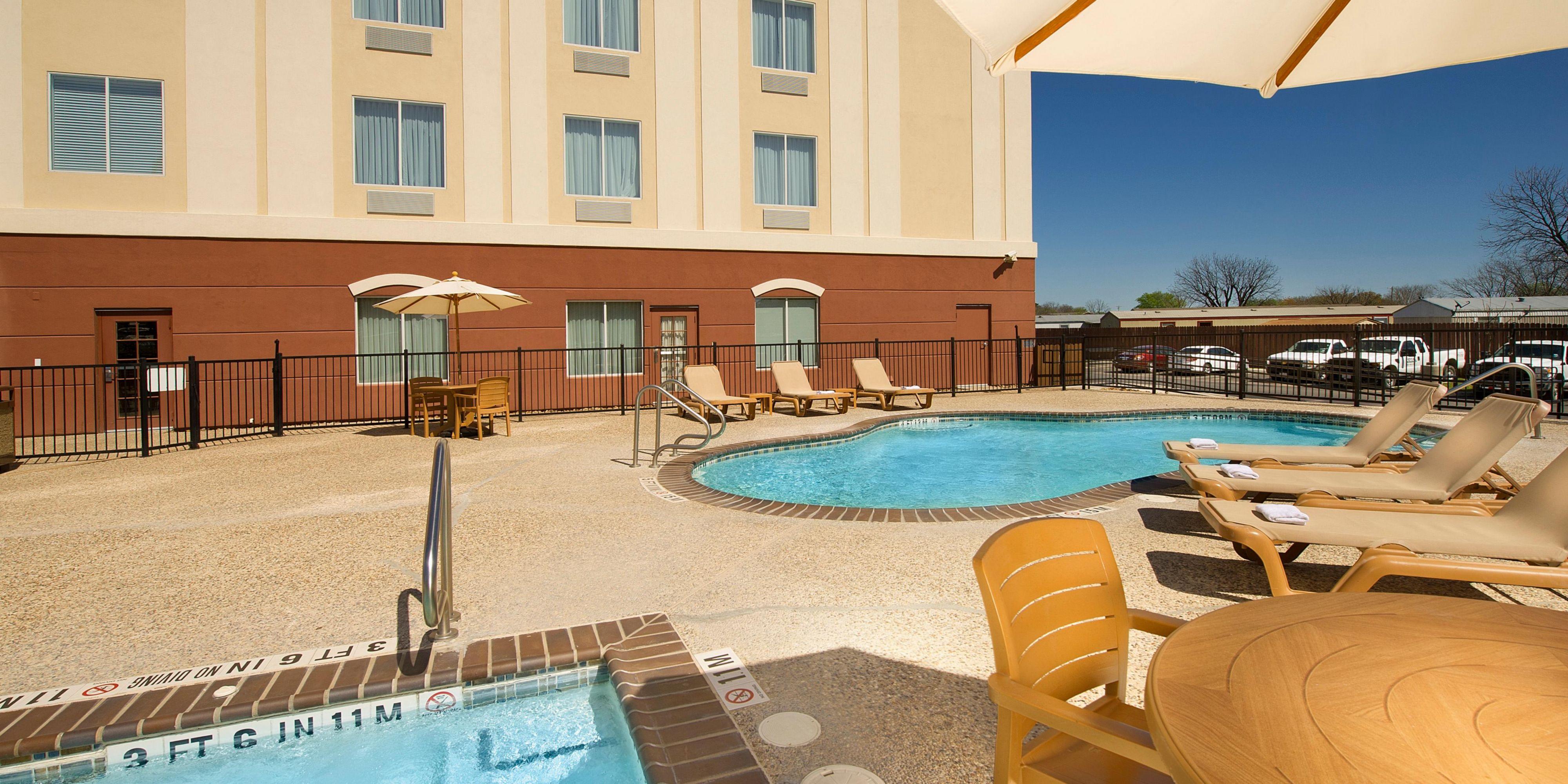 Holiday Inn Express And Suites Uvalde 3707738525 2x1