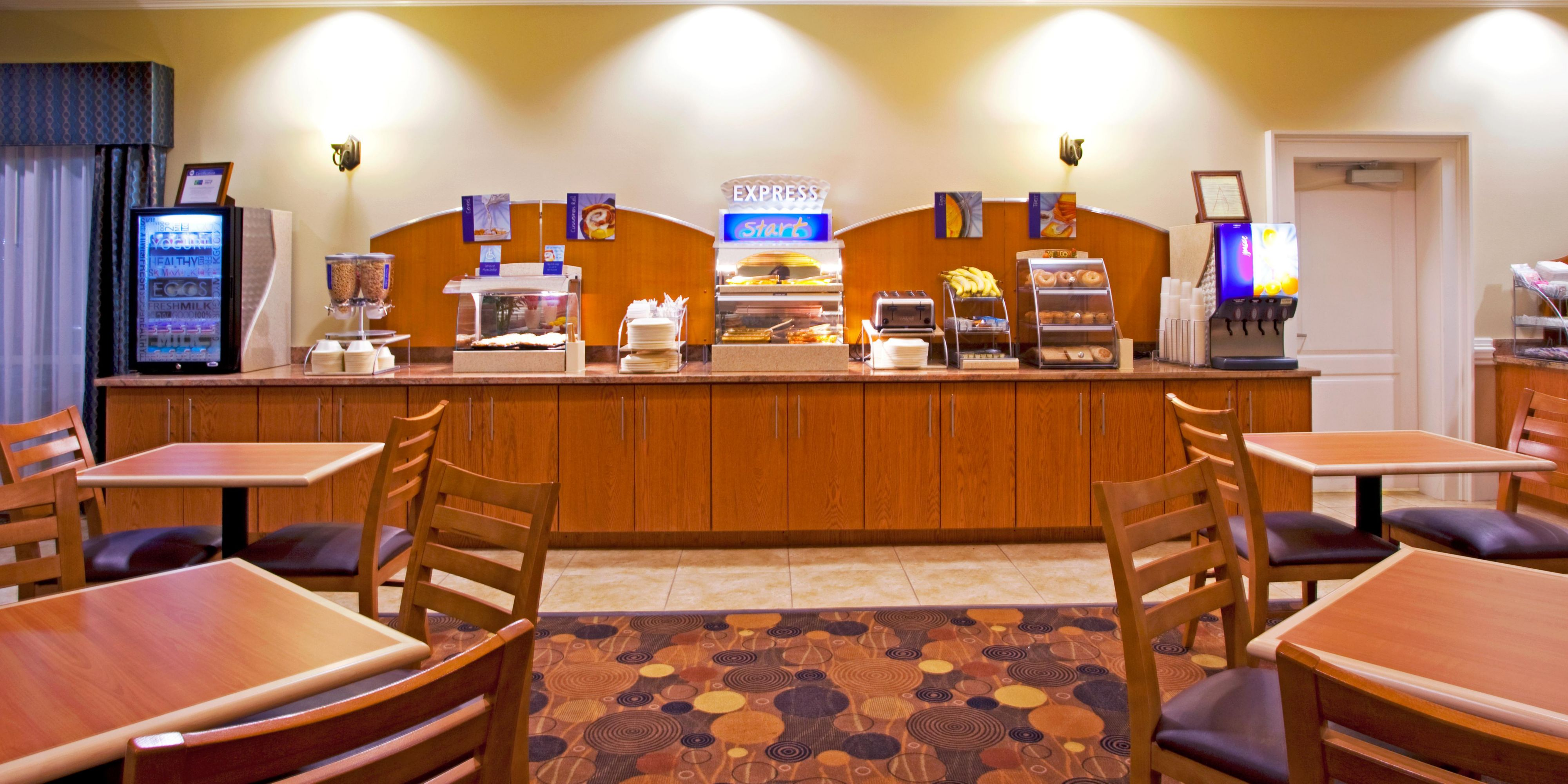 Holiday Inn Express & Suites Valdosta West - Mall Area Hotel by IHG
