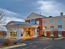 Holiday Inn Express & Suites Grand Rapids-North in Grand Rapids, Michigan
