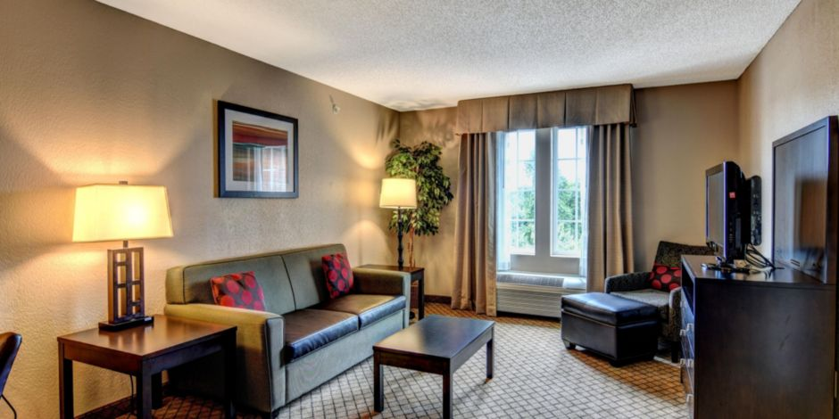 Hotel Accommodations Located Near River Landing Golf