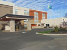 Holiday Inn Express & Suites Wapakoneta in Lima, Ohio