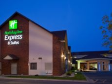 Holiday Inn Express & Suites Watertown in Watertown, South Dakota
