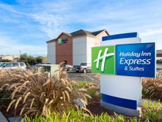 Holiday Inn Express & Suites 沃森维尔