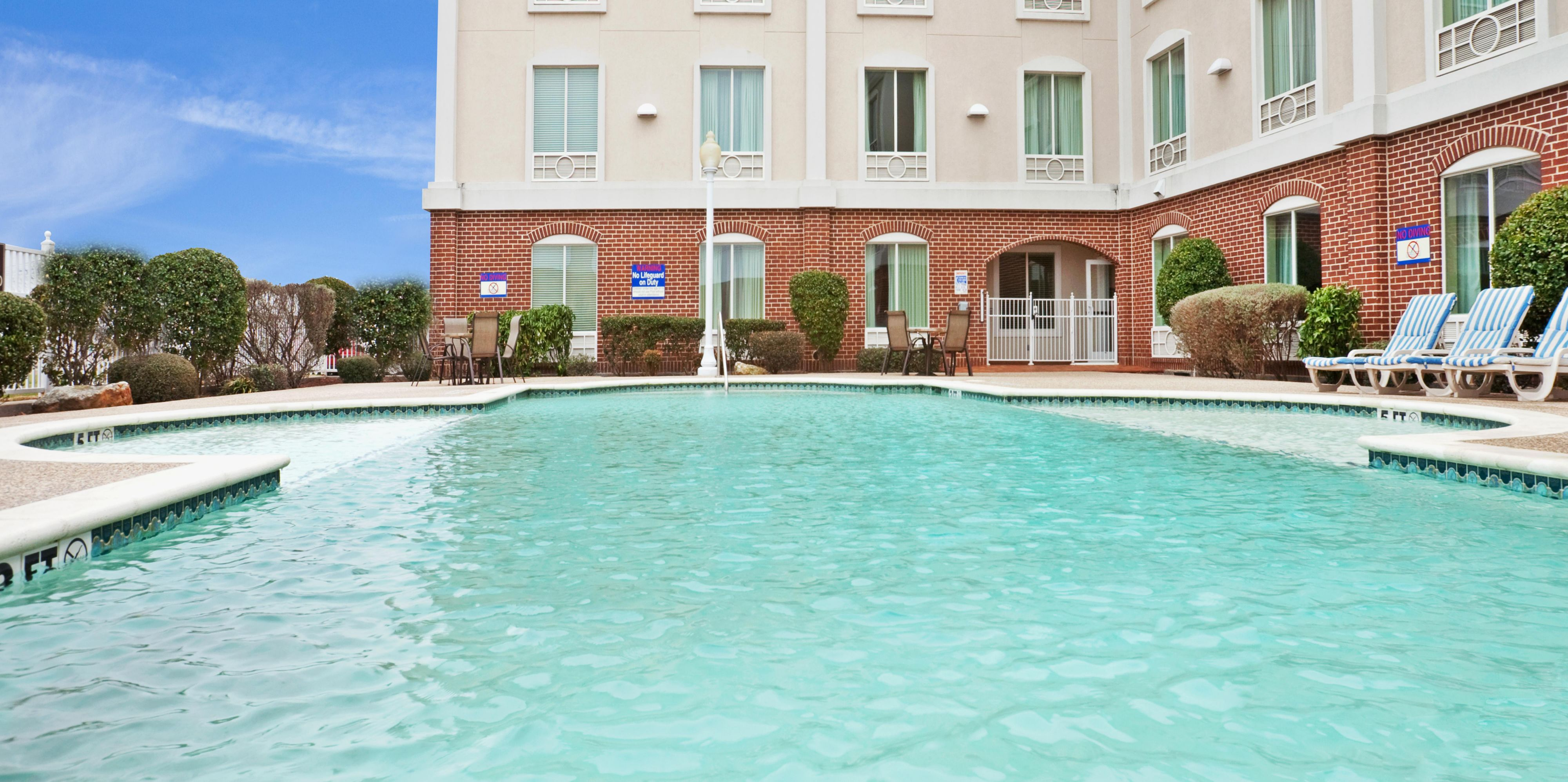 Holiday Inn Express And Suites Waxahachie 4262261267 2x1