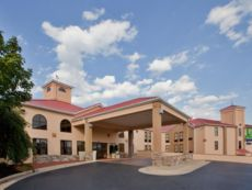 Holiday Inn Express Suites Waynesboro Route 340 In Staunton Virginia