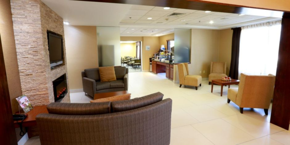 Front Desk Hotel Exterior Lobby The Is Ideal For Casual Meetings