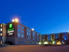 Holiday Inn Express & Suites Pittsburgh West Mifflin in Bridgeville, Pennsylvania