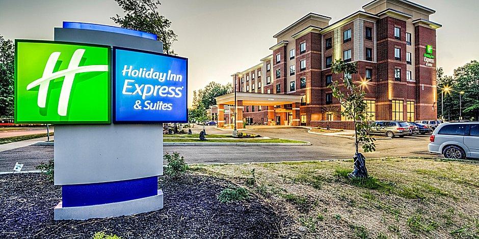Holiday Inn Express Suites Cleveland West Westlake Hotel