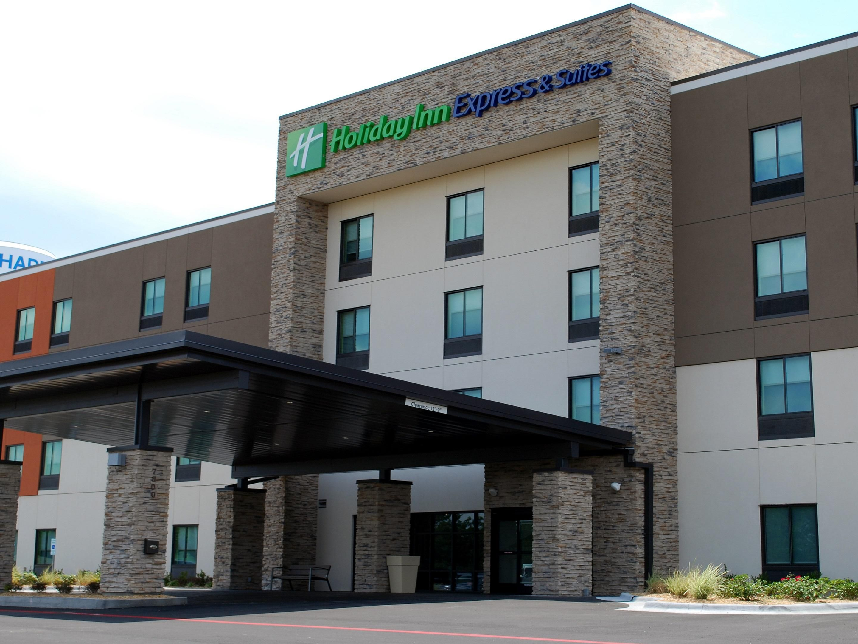 Holiday Inn Express & Suites White Hall Hotel by IHG