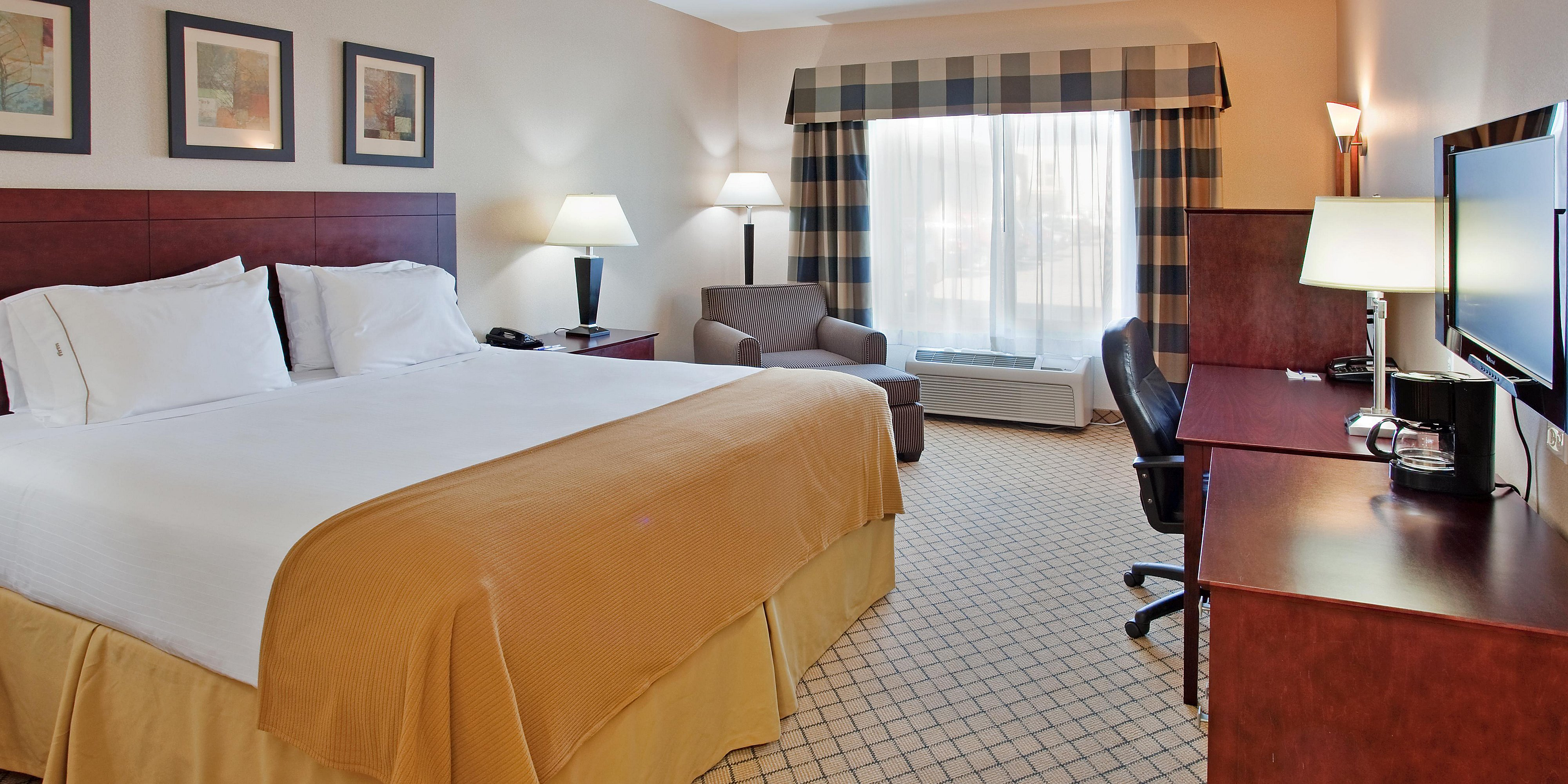 Holiday Inn Express & Suites Wichita Airport Hotel by IHG