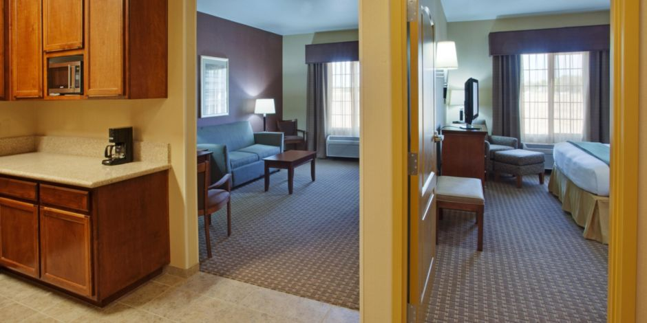 King Suite With Sleeper Sofa And 2 39 In
