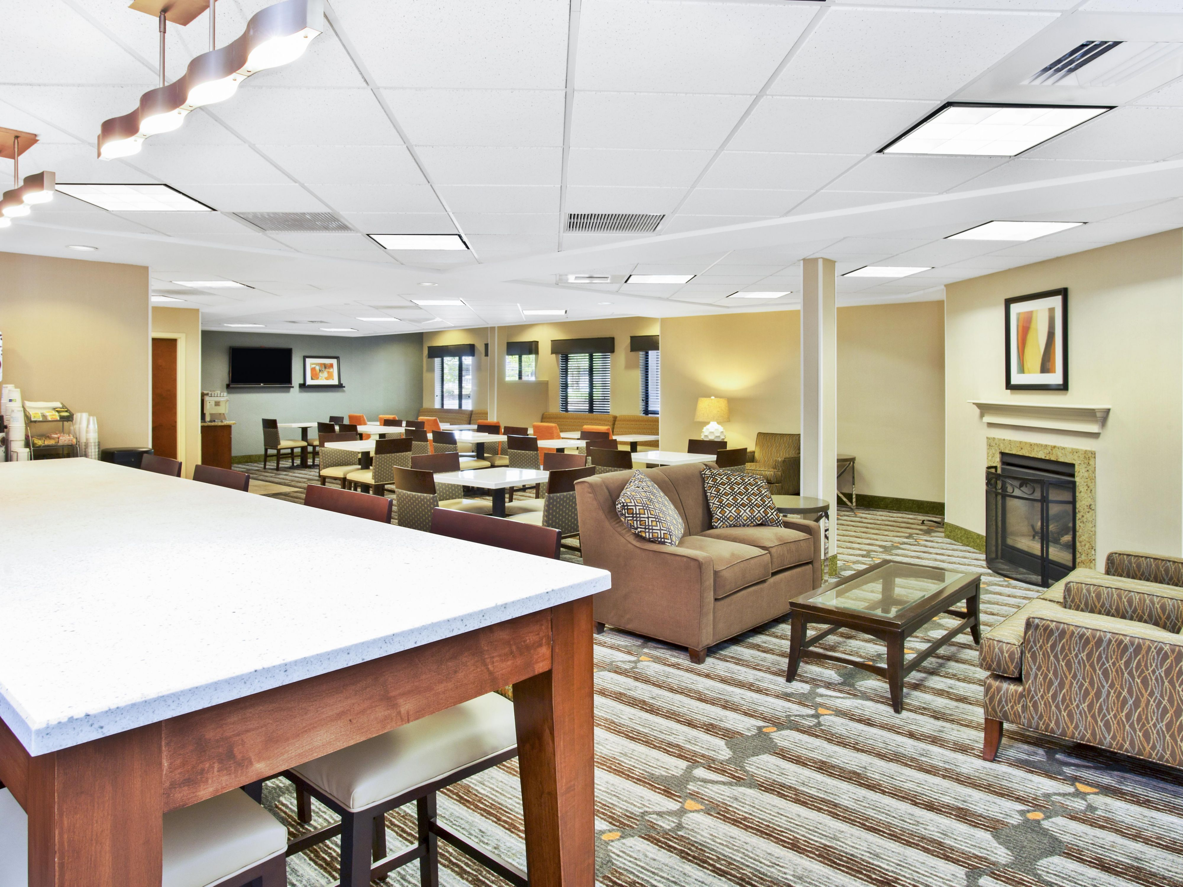 Holiday Inn Express & Suites Bradley Lobby & Community Table